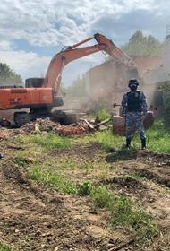 В Краснодаре снесли два самостроя на улице Степной
