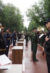 500 будущих военных врачей приняли присягу в медакадемии в Санкт-Петербурге