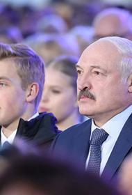 Латвия внесла в «черный список» Лукашенко и его сына