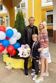 Первый раз  в первый класс. Какую школу звездное семейство Рудковской и Плющенко выбрали для своего Гном Гномыча?