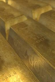 Золото стало дорожать на фоне ослабления доллара