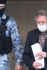 СМИ узнали, как живется Михаилу Ефремову под домашним арестом