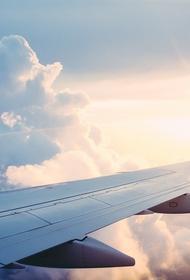 Пилот американской авиакомпании пожаловался на пролетевшего мимо самолета мужчину