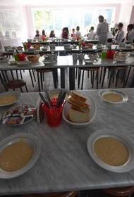 В Роспотребнадзоре рассказали, как и чем должны бесплатно кормить учащихся начальной школы