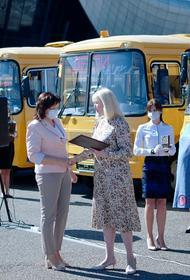 Двадцати трем кубанским муниципалитетам передали школьные автобусы