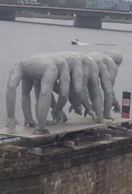 В Латвии появилась необычная скульптура