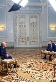 «Красили попы синей краской», Лукашенко о протестующих девушках, которые «рисовали» побои и «переломанных» омоновцах