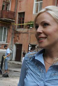 Актриса Мария Куликова на отдыхе в Турции не снимала маску даже во время морской прогулки