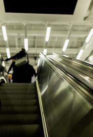 В московском метро 9-летней девочке «зажевало» руку на эскалаторе