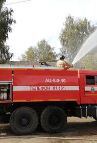 В Подмосковье пожар охватил павильоны кинотелекомпании «Главкино»