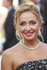 Татьяна Навка показала себя в розовом костюме и очках: Новое амплуа - новый образ, новая я