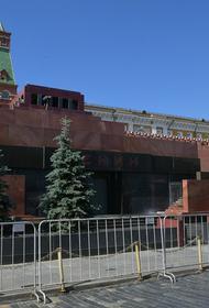 Куратор конкурса по использованию Мавзолея без Ленина Ирина Коробьина рассказала о приглашении Зюганова в жюри