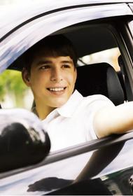 «Водить или не водить: вот в чём вопрос». Депутат Госдумы от ЛДПР предложил подросткам начинать «гонять на тачках» уже с 16-ти