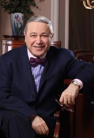 Петросян показал фото сына и представил: «А вот и он - Ваган Евгеньевич Петросян»
