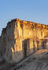 В Крыму мужчина сорвался со скалы