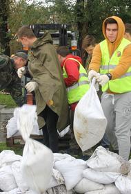 Спасатели МЧС вызволяют хабаровчан из водяного плена