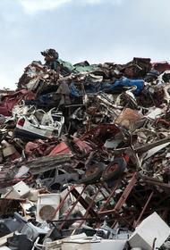 На юго-востоке столицы мусор загорелся на стройплощадке