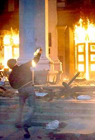 Американский офицер наблюдал за пожаром в Доме профсоюзов в Одессе