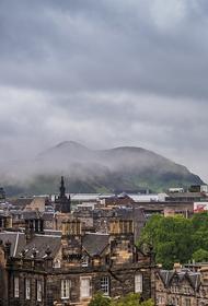 Шотландцам запретили ходить в гости из-за второй волны COVID-19