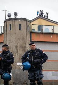 Известную латвийскую пианистку посадили в итальянскую тюрьму за проезд без билета