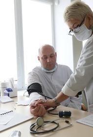 Челябинским медикам поставили прививки от коронавируса