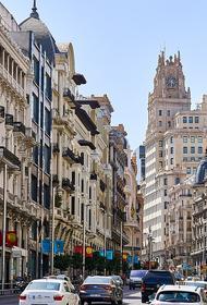 В Испании тысячи людей вышли на акцию протеста против карантина по СOVID-19 в Мадриде