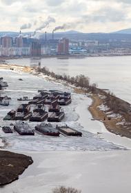 В Хабаровске незаконно демонтируют дамбу