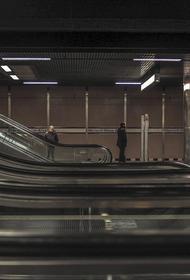 В Санкт-Петербурге пассажир упал на пути в метро