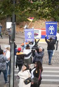 В Риге прошло шествие против войны в Нагорном Карабахе