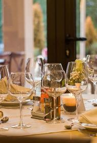 Председатель Национального союза защиты прав потребителей прокомментировал запрет ресторанам включать в чек чаевые