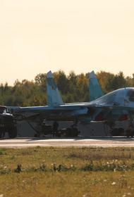 Впервые истребители-бомбардировщики Су-34 ЦВО выполнили ночной полет в стратосферу