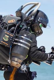 В Англии провели испытания костюма летающего врача