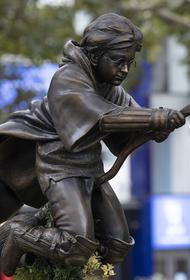 Памятник Гарри Поттеру появился в центре Лондона