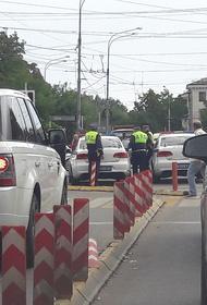 Соцсети:  в Краснодаре сотрудники ГИБДД останавливают электросамокатчиков