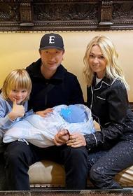 Рудковская показала, как Гном Гномыч радуется новорожденному братику