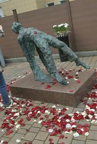 Новый памятник Сергею Есенину в Москве вызвал неоднозначную реакцию