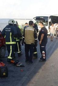 Микроавтобус с российскими туристами попал в ДТП в турецкой  Анталье