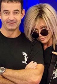 Стильный образ супруги Дмитрия Певцова обсуждают в сети: «Что-то с Ольгой происходит»