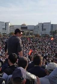 В Бишкеке милиция применила светошумовые гранаты  против несогласных с итогами парламентских выборов