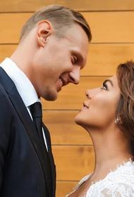 Супруг Анны Седоковой заразился коронавирусом