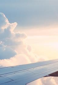 Самолет готовится к аварийной посадке в петербургском аэропорту Пулково