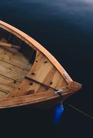 В Хабаровском крае перевернулась лодка с тремя рыбаками