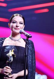В сети обсуждают наряды актрис на закрытии 42-го Московского международного кинофестиваля