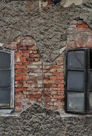 В азербайджанском Гяндже погибли пять человек при попадании ракеты в жилой дом
