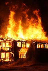 Под Саратовом загорелись склады, общая площадь пожара составила 800 кв. м