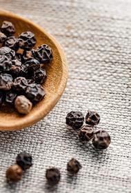 Индийские ученые нашли подавляющее активность COVID-19 вещество в черном перце