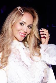 Певица Анна Калашникова пытается отправить Ефремову в СИЗО 100 тысяч рублей