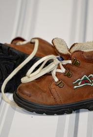 Травматолог-ортопед Фролов рассказал, какую обувь лучше покупать для маленьких детей