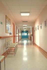 В дверь поликлиники в Екатеринбурге бросили «коктейль Молотова»