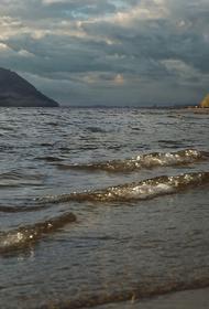 В Тверской области пятно нефтепродуктов площадью 5 тысяч квадратных метров образовалось в акватории Волги